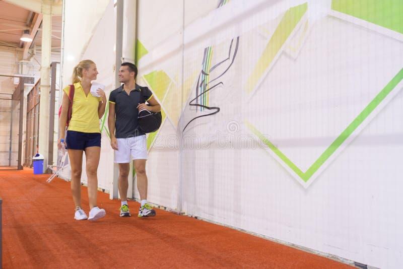 在训练以后的网球员 库存照片
