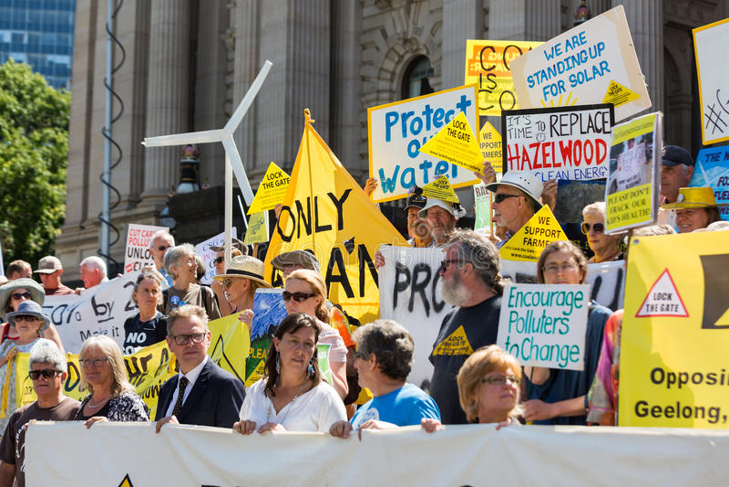 在议会议院上的反煤层气体抗议者3月 免版税库存照片