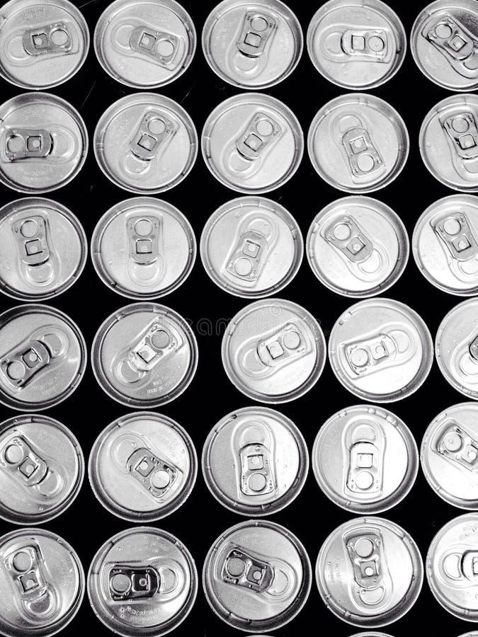 在许多罐头的饮用水 库存图片