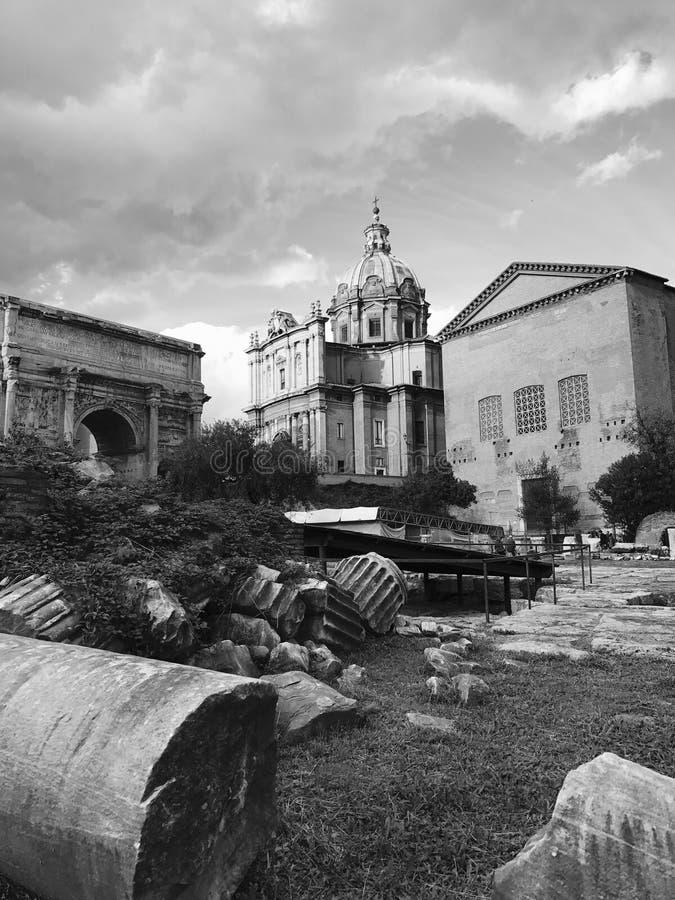 在论坛罗马的废墟 免版税库存图片