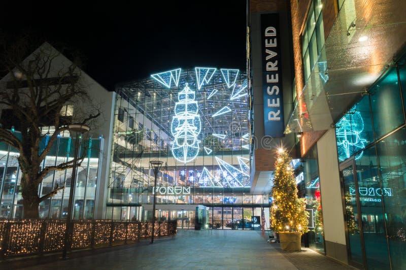 在论坛购物中心的被阐明的圣诞装饰在格但斯克 库存照片
