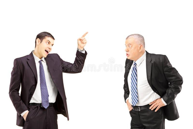 在论据期间的恼怒的企业同事 免版税图库摄影