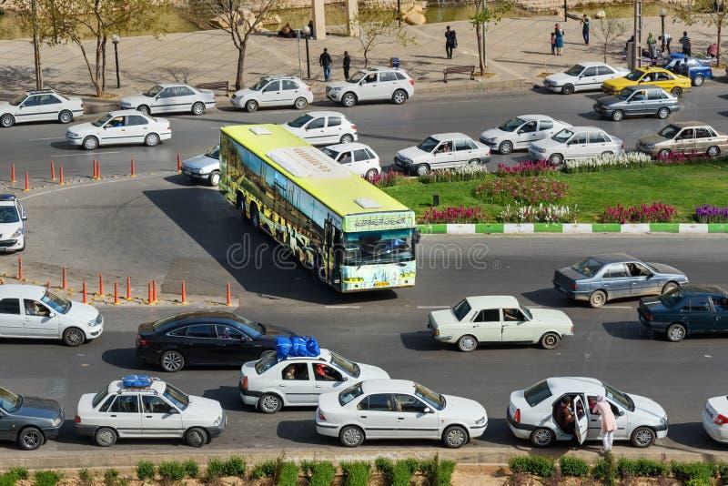 在设拉子释放在路的游览车 伊朗 免版税库存图片