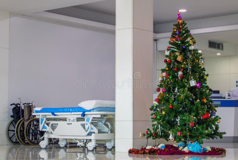 在诊所的圣诞节打过工 库存图片