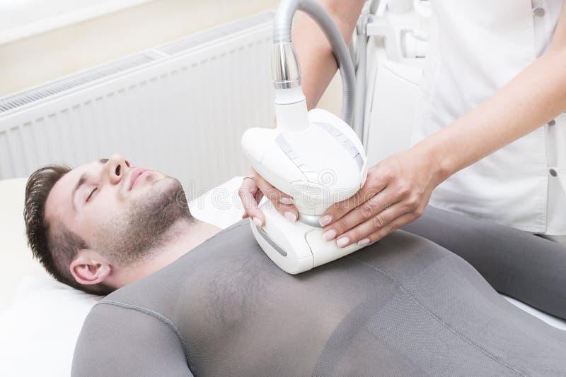 在诊所lipomassage的过程 免版税库存图片