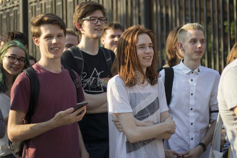 在调查新闻工作者伊冯格鲁诺夫拘捕的莫斯科举行的抗议  免版税图库摄影