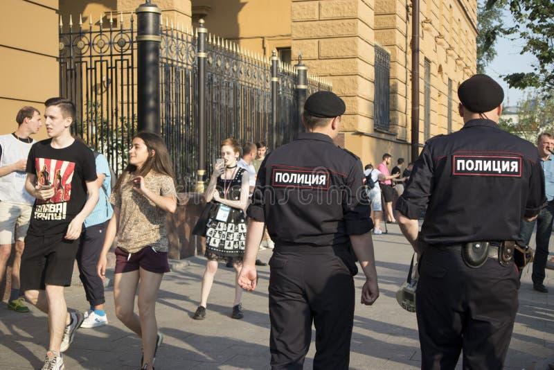 在调查新闻工作者伊冯格鲁诺夫拘捕的莫斯科举行的抗议  库存照片