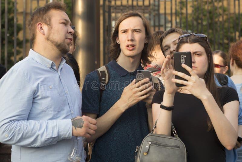 在调查新闻工作者伊冯格鲁诺夫拘捕的莫斯科举行的抗议  图库摄影