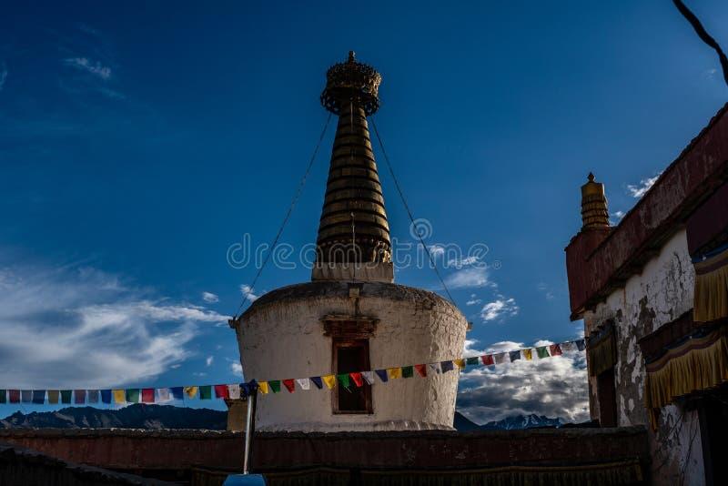 在谢伊宫殿莱赫拉达克佛教寺庙的老Stupa  库存照片