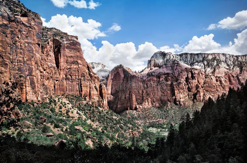 在谷的山风景在锡安国家公园,美国 库存照片