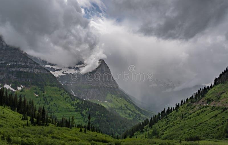在谷的雨在Mt奥伯林下 免版税库存图片