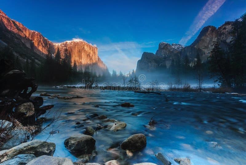 在谷视图,优胜美地国家公园的日落 免版税库存图片