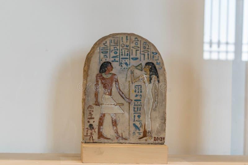 在象形文字的古埃及场面在石头 库存图片