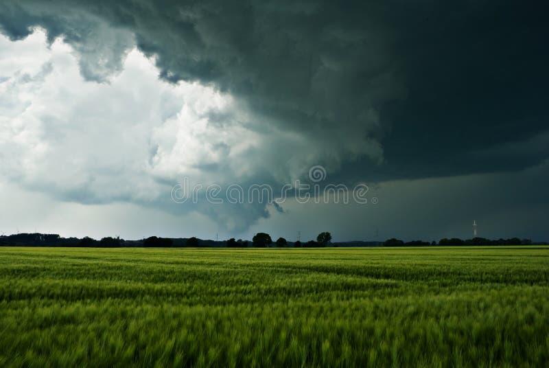 在象打雷的云彩领域 图库摄影
