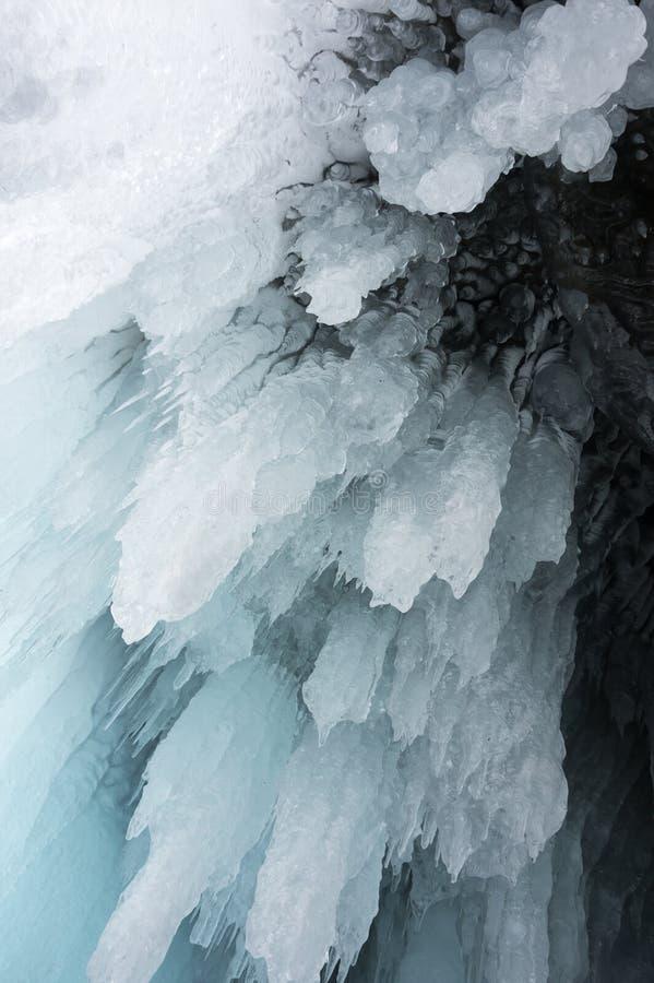 在贝加尔湖的冰柱 图库摄影