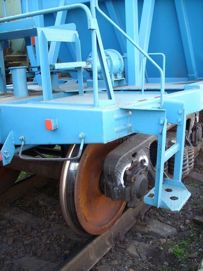 在货物路轨的轮子在一个火车站 免版税库存照片