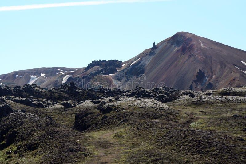 在贫瘠平原的看法在坚固性黑火山的小山-兰德曼纳劳卡,冰岛 库存图片