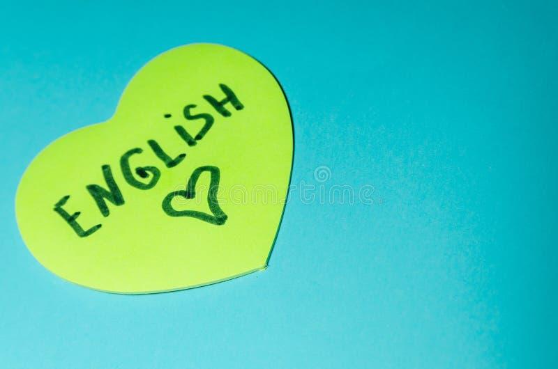 在贴纸写的英语以心脏的形式 免版税库存图片