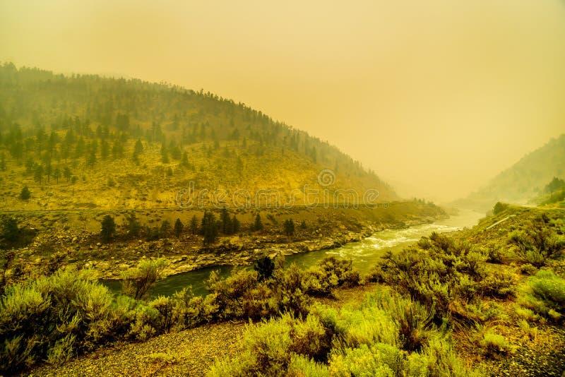 在费沙尔峡谷的浓烟在不列颠哥伦比亚省,加拿大省  库存图片