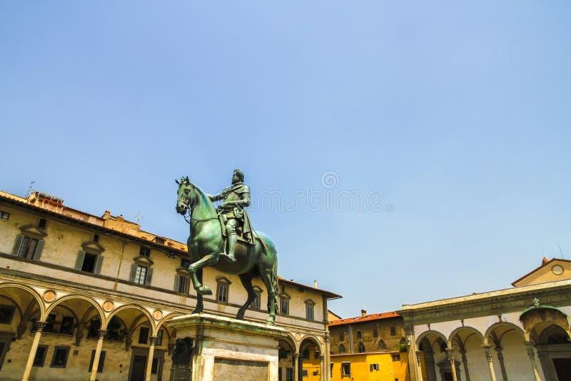 在费迪南多De Medici骑马者雕象的看法 免版税库存图片