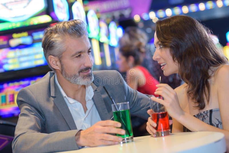 在赌博娱乐场结合有饮料 库存照片