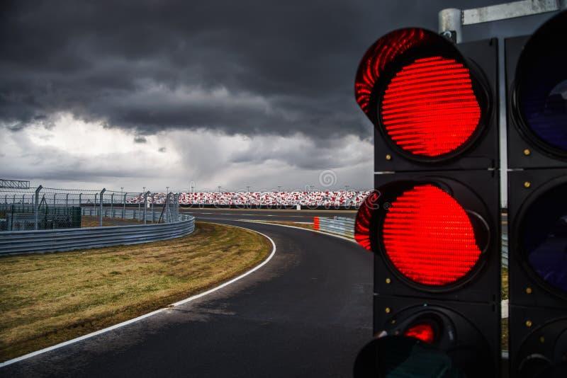在赛马跑道的红绿灯 免版税图库摄影