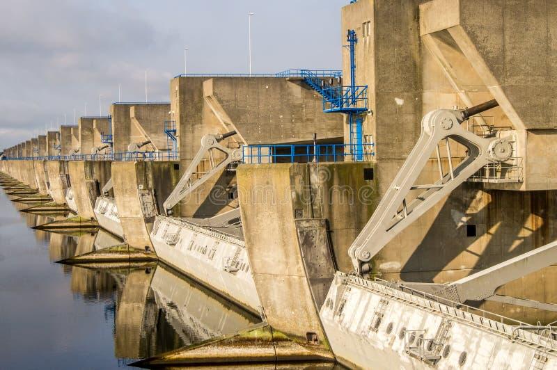 在赫勒富茨劳斯,荷兰的水闸 免版税库存图片