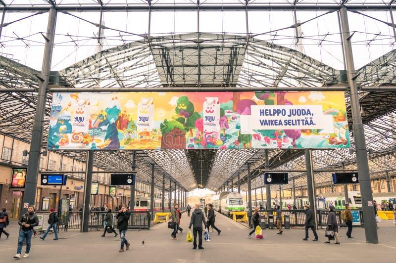 在赫尔辛基的中央火车站的主要平台 免版税库存图片