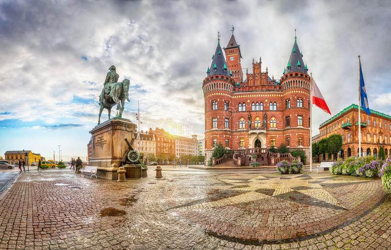 在赫尔辛堡城镇厅的看法从Stortorget广场 库存照片