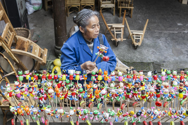 在走的街道的纪念品在成都,中国 库存图片
