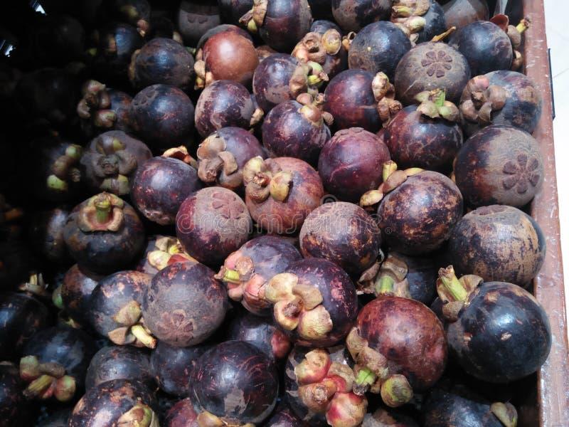在超级市场卖的山竹果树果子有对健康的一种特别吸引力 免版税图库摄影