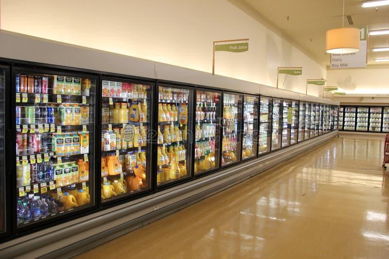 在超级市场的新鲜的汁液 图库摄影