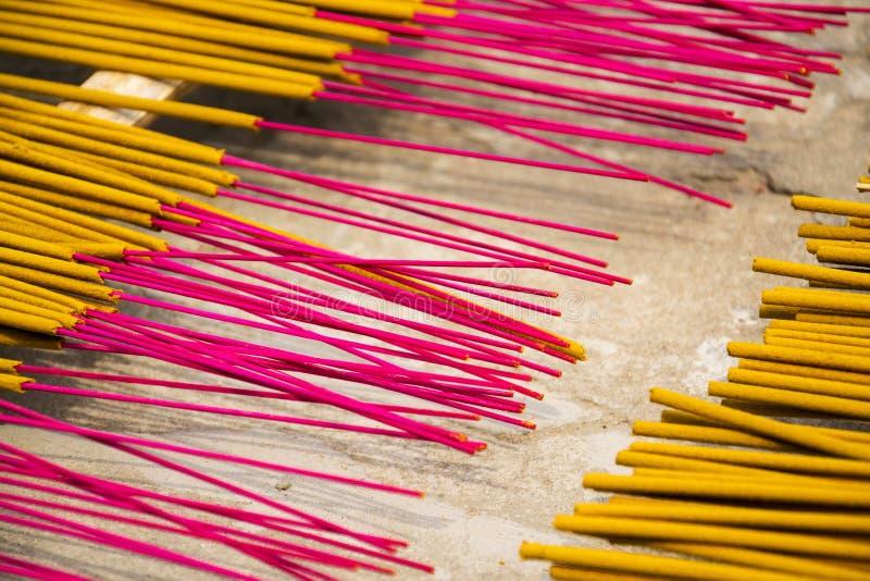 在越南激怒传统精神佛教燃烧的棍子 库存照片