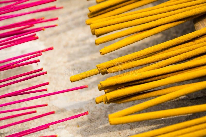 在越南激怒传统精神佛教燃烧的棍子 库存图片
