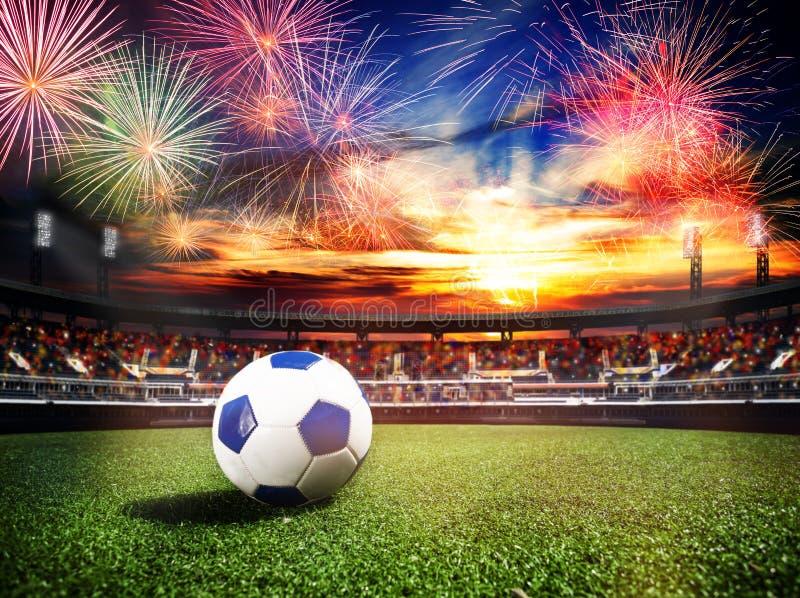 在足球场的烟花作为最后的胜利比赛 库存图片