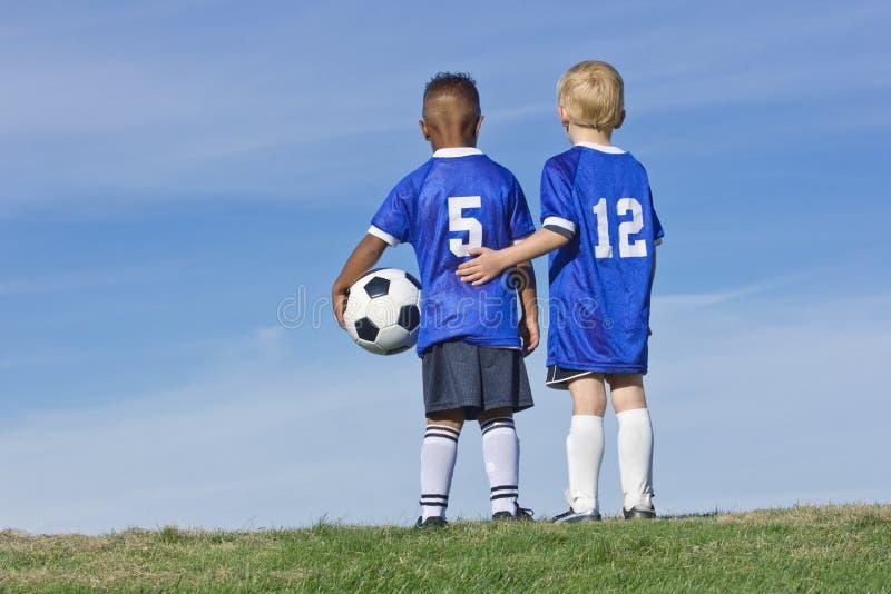 在足球队员的小孩 免版税库存图片