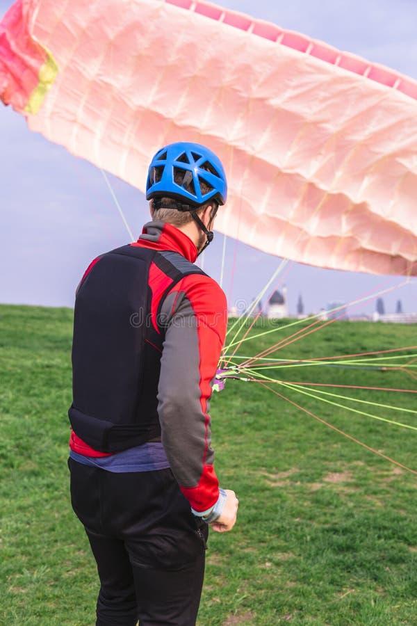 在跃迁以后登陆的滑翔伞和培养跳伞 库存照片
