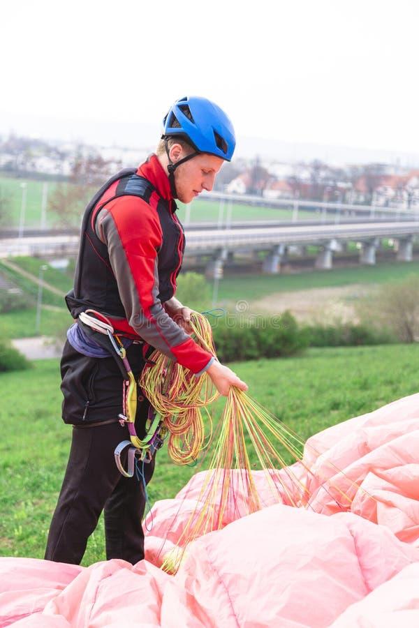 在跃迁以后登陆的滑翔伞和培养跳伞 免版税图库摄影
