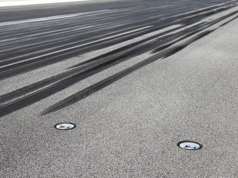 在跑道的刹车痕 库存图片