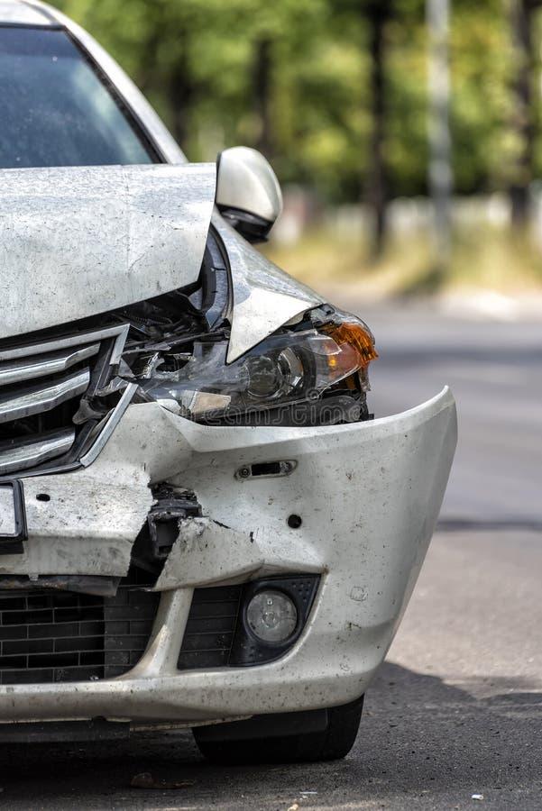 在路旁的汽车在事故以后 免版税图库摄影