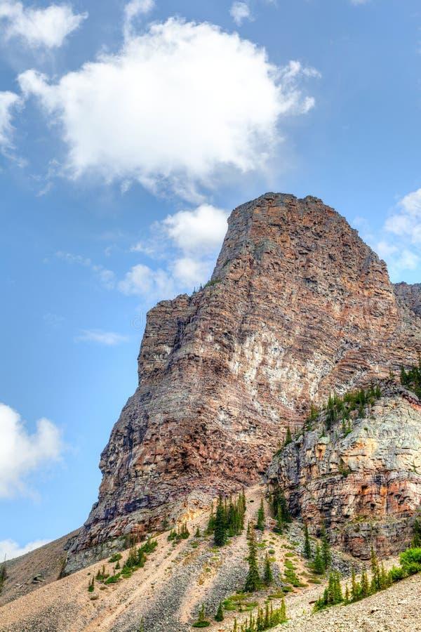 在路易丝湖附近的登上巴比伦在班夫国家公园 免版税库存图片