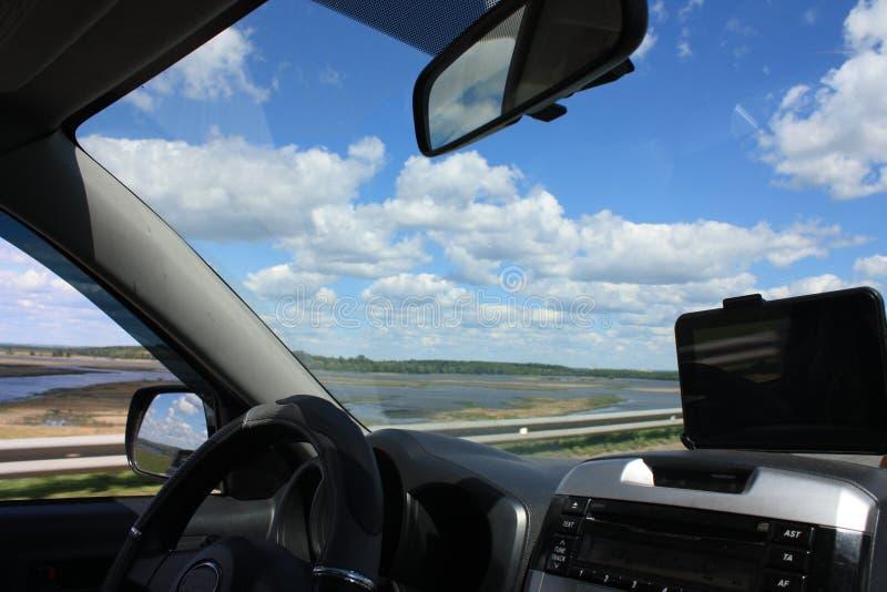 在路的一次旅途有云彩的 免版税库存图片