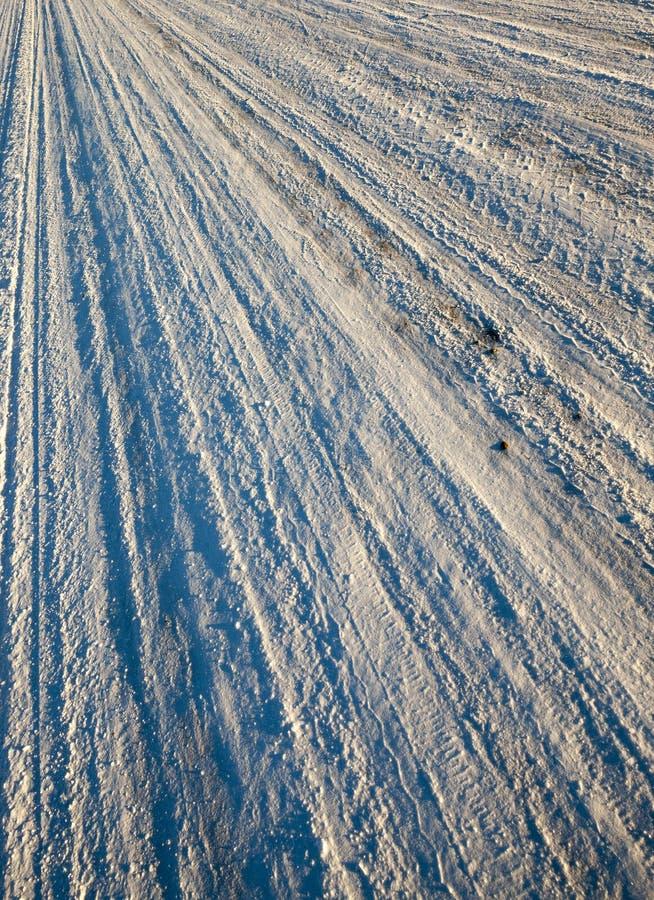 在路的变紧密的雪 免版税库存照片