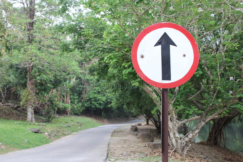 在路的平直的信号 图库摄影