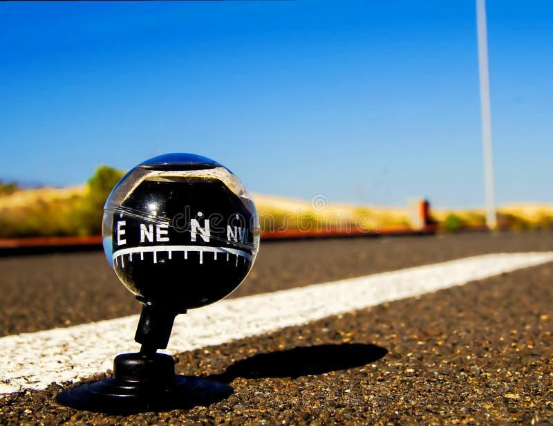 在路的指南针 库存图片