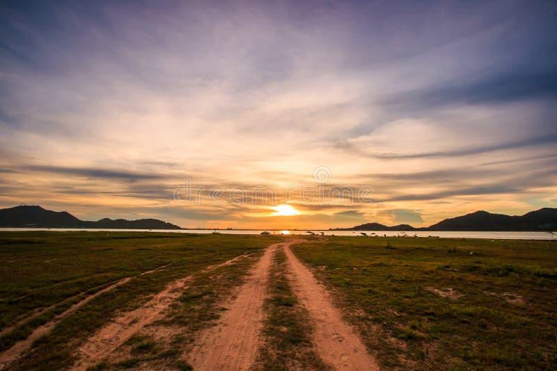 在路的日落 免版税图库摄影