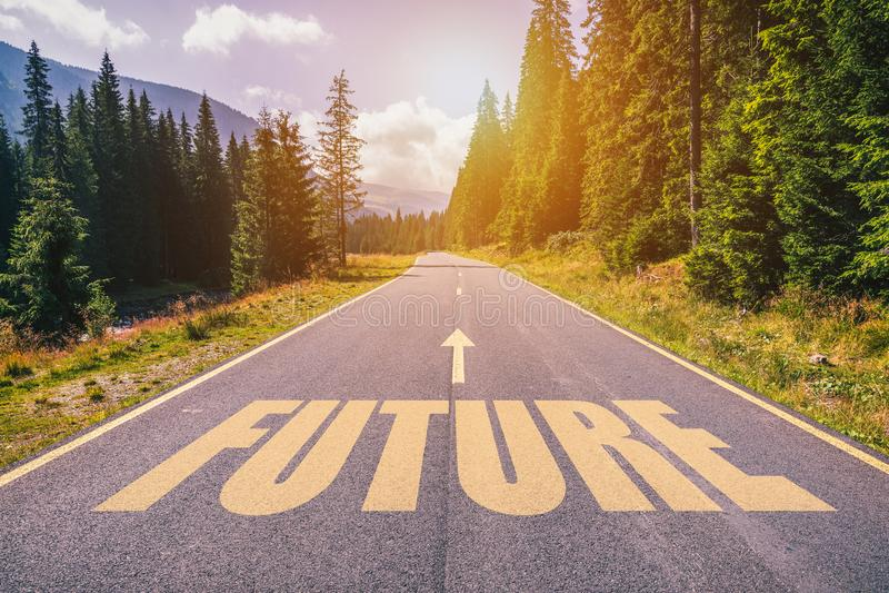 在路的未来文本反对沥青背景本质上 免版税库存照片