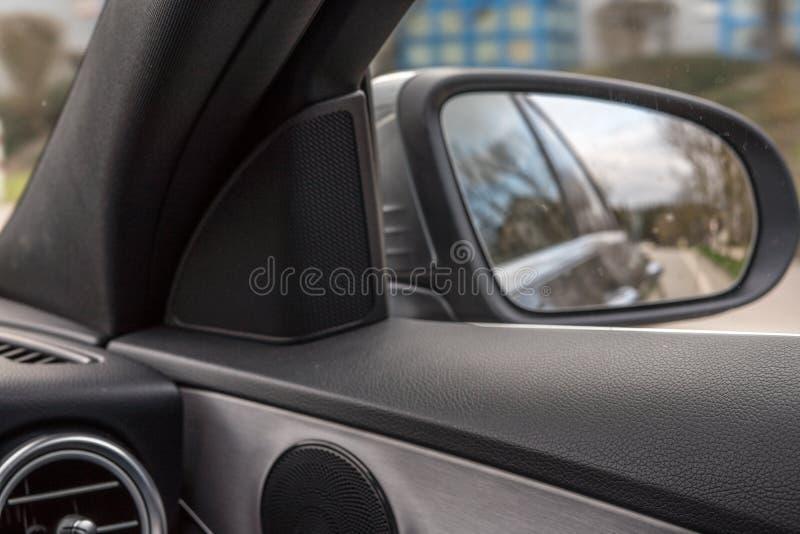 在路的汽车 库存照片