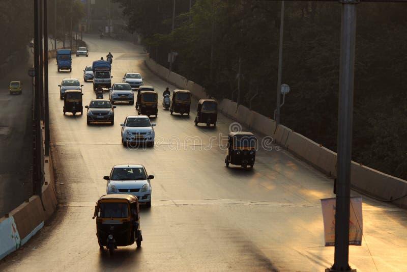 在路的清早交通,浦那,马哈拉施特拉 库存照片