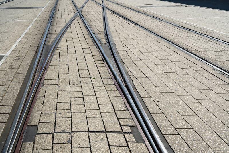 在路的电车轨道 免版税库存照片